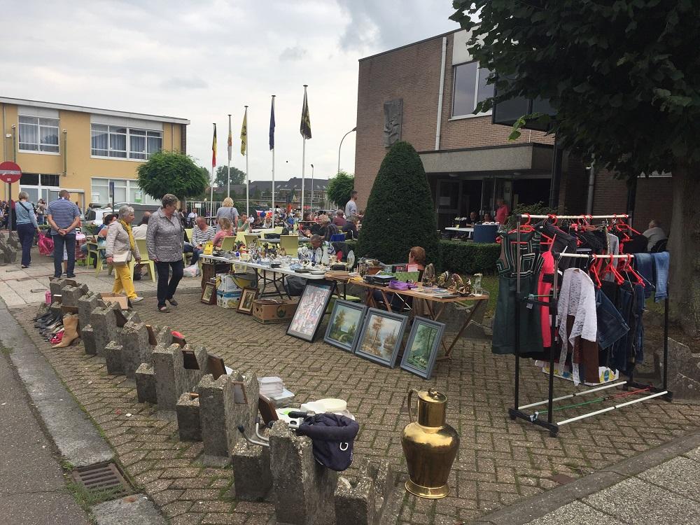 Rommelmarkt aan Sporthal Merchtem