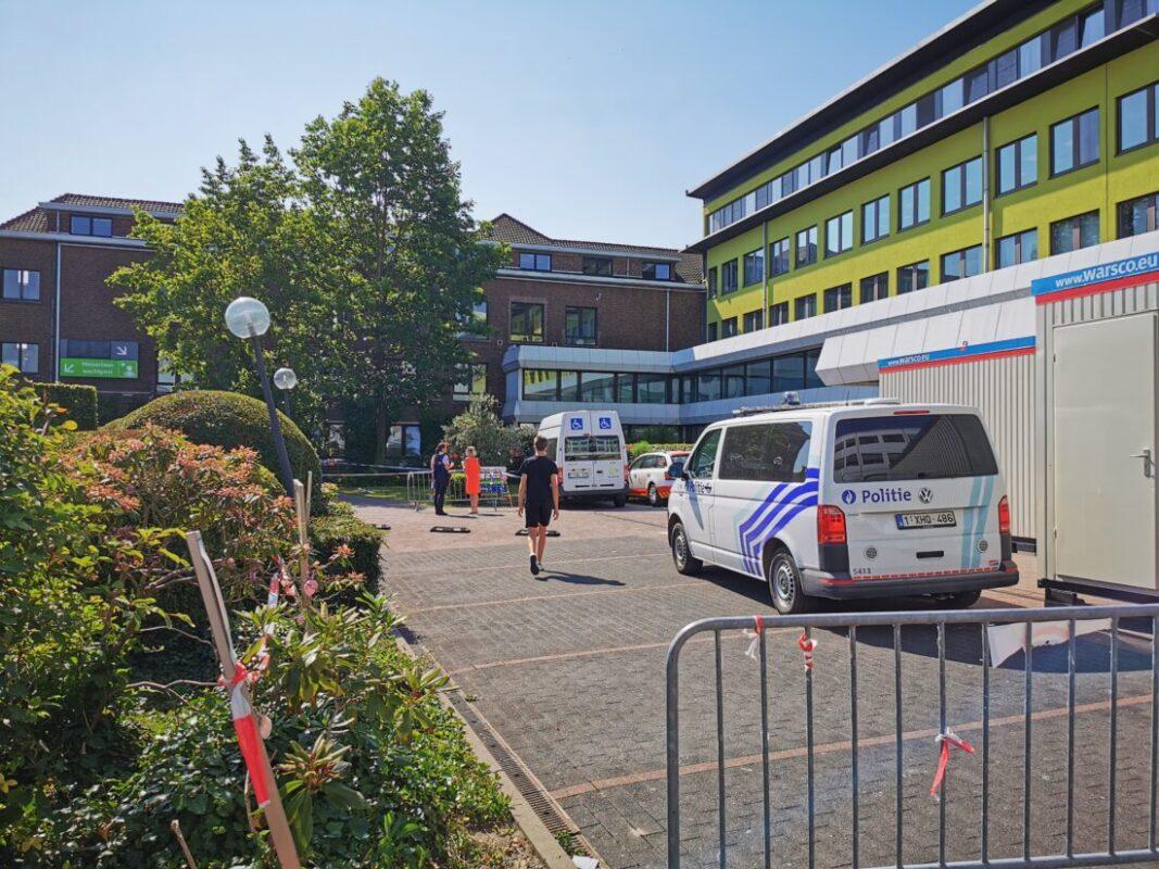 Dronken bestuurder rijdt twee ziekenhuisbezoekers aan op parking AZ Jan Portaels