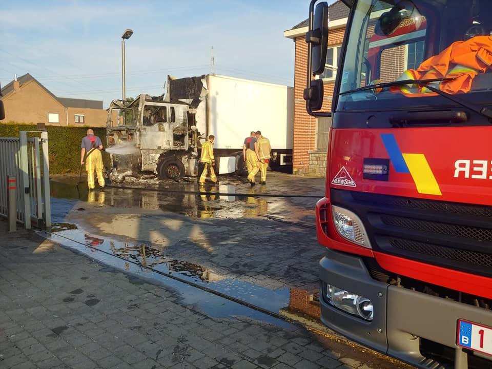 Brand vernielt vrachtwagen DNF Music