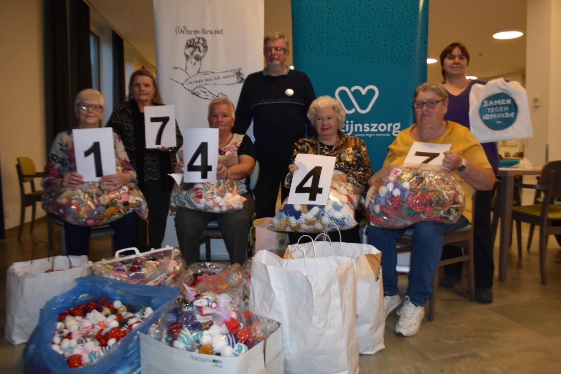 Leden vzw (W)armkracht breien 17.447 mutsjes voor actie Welzijnszorg