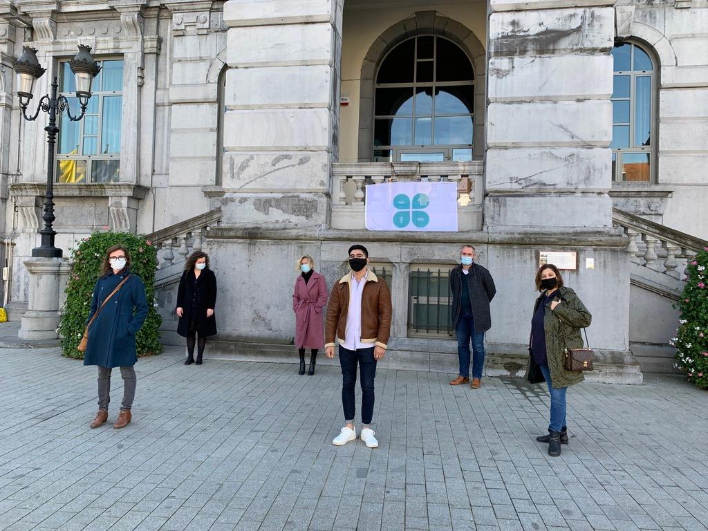 Zennestad hangt klavertjesvlag uit ter ondersteuning van jonge vluchtelingen