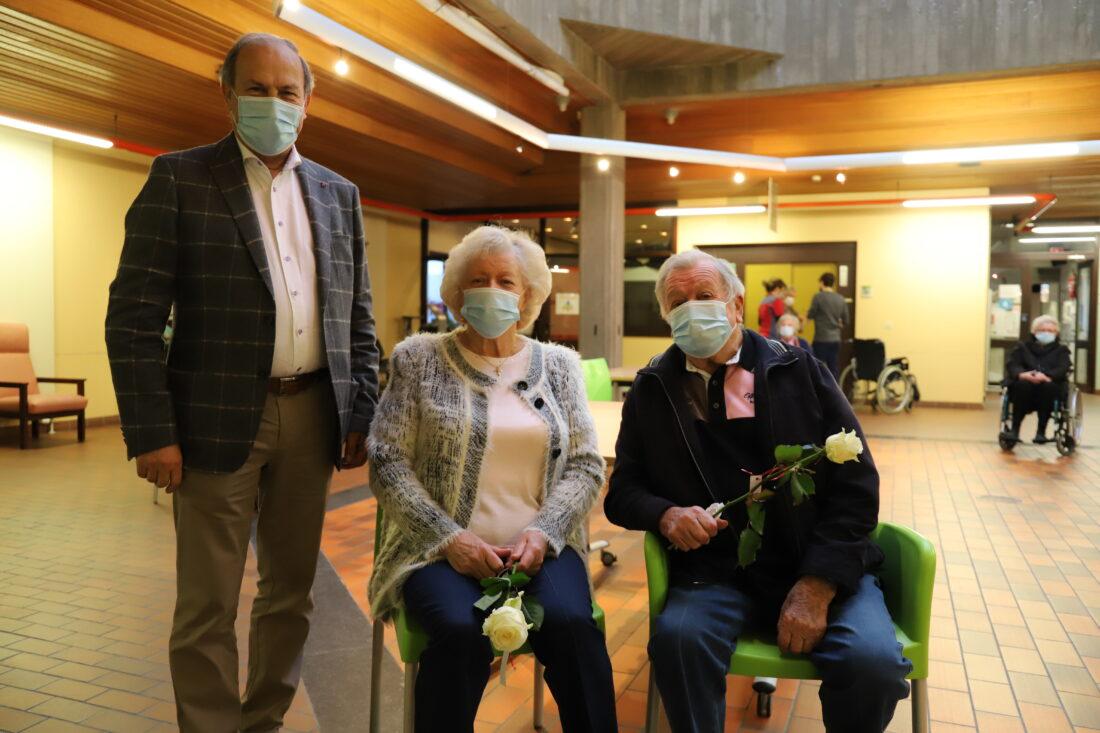 Kersvers koppel wordt als eerste gevaccineerd in Breugheldal