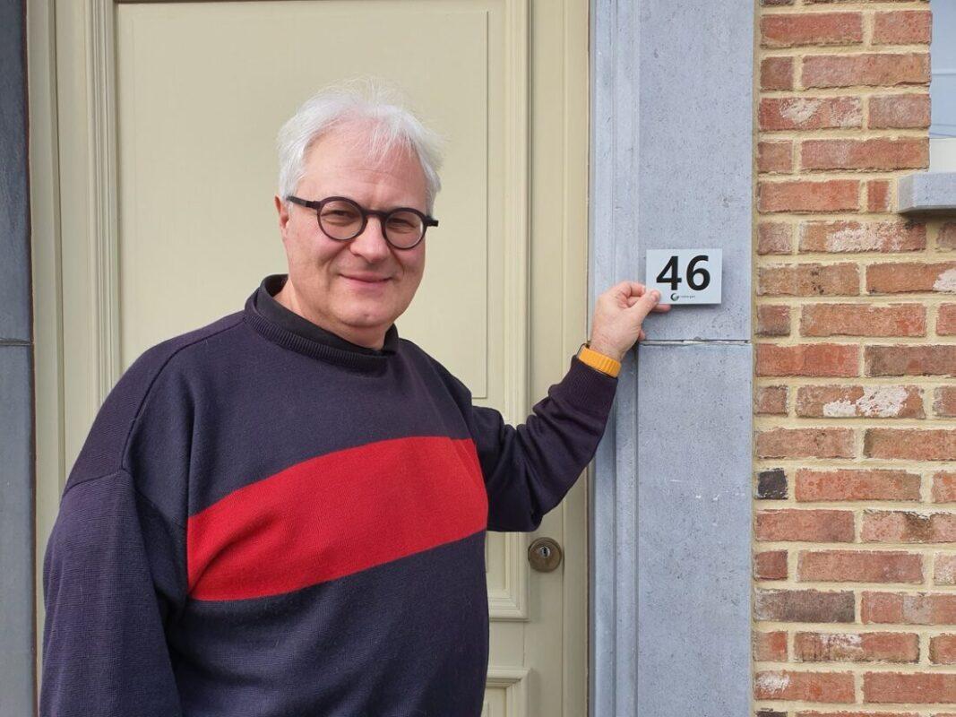 Gemeente voorziet 11.000 woningen gratis van reflecterende huisnummers
