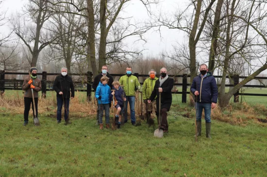 Vrijwilligers planten 5.000 bomen aan in Meersstraat als buffer tegen E40