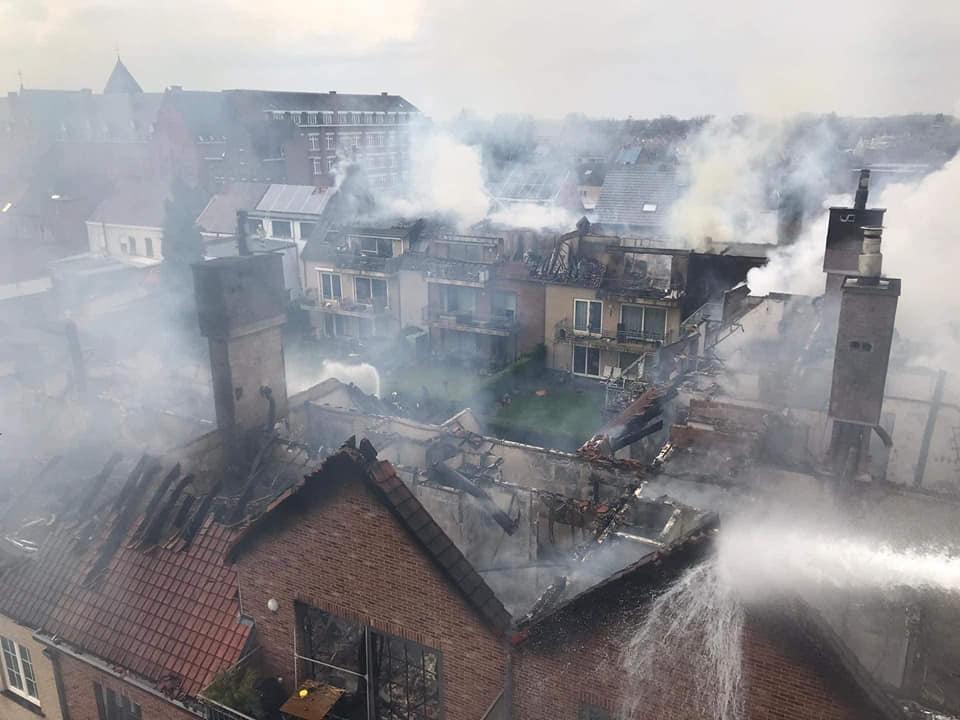 34 appartementen onbewoonbaar na zware brand