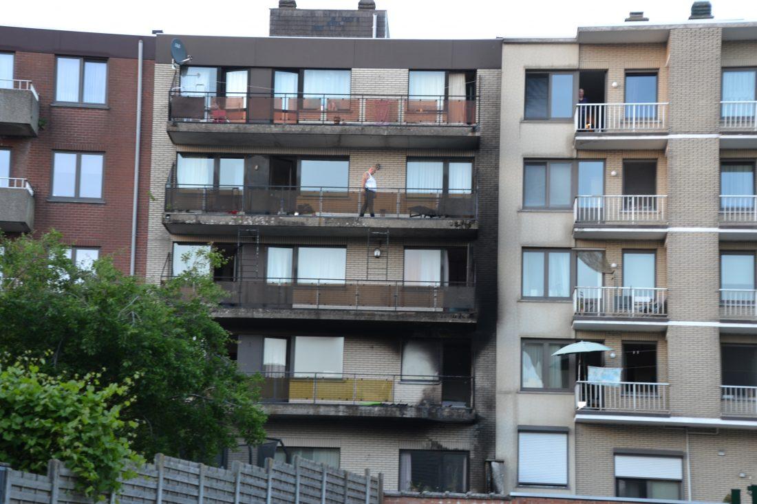 Brand in appartementsgebouw in Weverstraat
