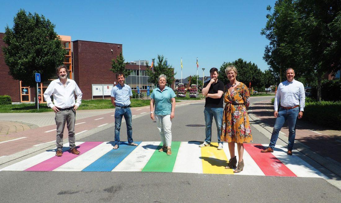 """Twee regenboogzebrapaden aangelegd: """"In Meise moet iedereen zichzelf kunnen zijn"""""""