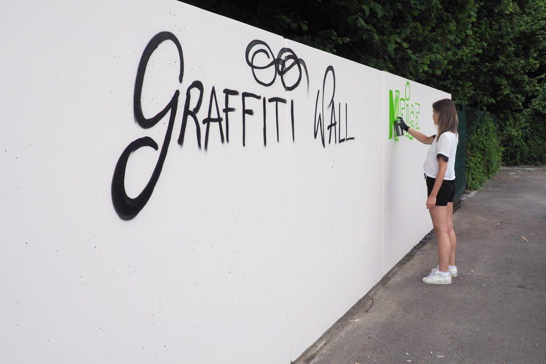 Graffitimuur wacht op legale kunst in skatepark