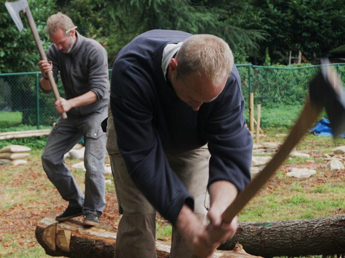 Archeologiedagen: het MOT bouwt kerststalletje in hout, leem en stro