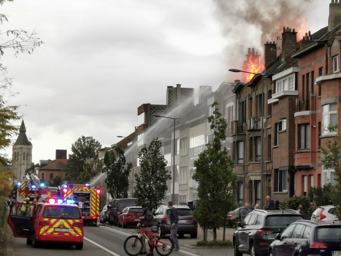 Uitslaande brand verwoest woning op Hendrik I-lei